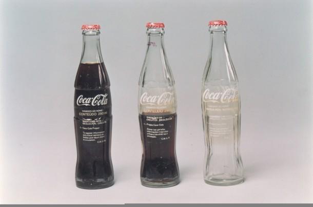 Cildo Meireles- Inserções em Circuitos ideológicos: 1 - Projeto Coca-Cola